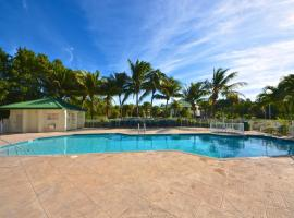 Sunrise Suites Cristobal Suite #411, holiday home in Key West