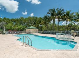 Sunrise Suites Grand Bahama Suite #106, holiday home in Key West