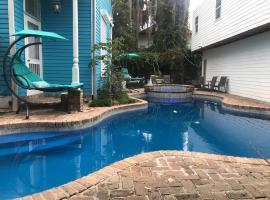 4 BR - Sleeps 8! Best location next to Bourbon Street!, villa in New Orleans