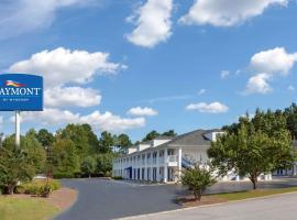 Baymont by Wyndham Greenwood, motel in Greenwood