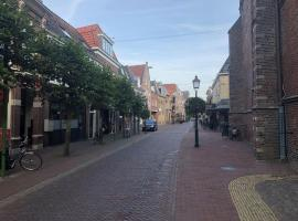Gerenoveerd appartement in monumentaal pand, apartment in Hoorn