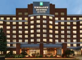 Embassy Suites By Hilton Montreal Airport, hotel near Montreal-Pierre Elliott Trudeau International Airport - YUL, Pointe-Claire