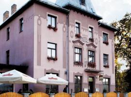 Hotel Grand, hotel poblíž významného místa Hrad Karlštejn, Řevnice