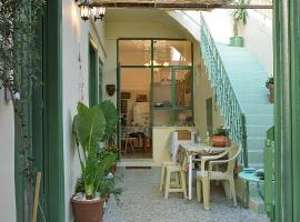 Pireas port ARTISTIC HOUSE, apartment in Piraeus