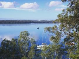 SilverWaters Waterfront Accommodation, hotel in Morisset East