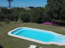Hotel El Refugio nudista naturista, hotel en Punta del Este