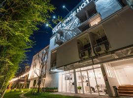 Your Space Hotel Prasingh, hotell i Chiang Mai