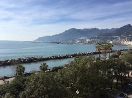 B&B di mare e d'azzurro, beach hotel in Salerno