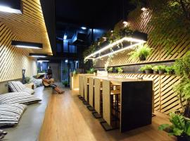 Hugger Guest House, homestay in Phuket