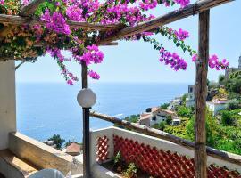 Amalfi Villa Sleeps 8 Air Con WiFi, pet-friendly hotel in Amalfi