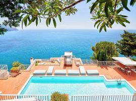 Amalfi Villa Sleeps 9 Pool Air Con WiFi, hotel with pools in Amalfi