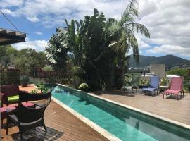 Suíte em casa de família, hotel near Floripa Mall, Florianópolis