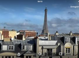 Large studio eiffel tower, hotel near Exelmans Metro Station, Paris