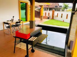 Ar-Rayqal Private Pool Homestay Johor Bahru, hotel di Pasir Gudang