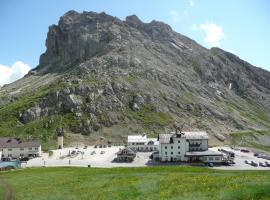 Hotel Col di Lana, hotel in Canazei