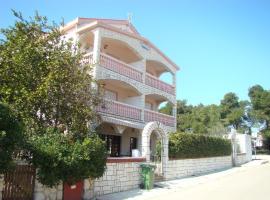 Apartmani Nena, family hotel in Povljana