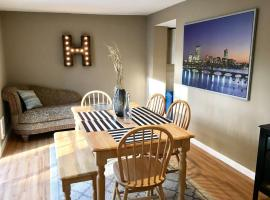 ~*Pet Friendly 30min to Downtown*~ THE BOSTONIAN, holiday home in Boston
