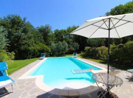 Torricella Villa Sleeps 4 Pool Air Con WiFi, villa in Monte San Savino