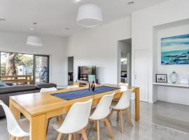 Diamond Bay Beach House: brand new, hotel in Sorrento