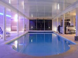 Au Charme du Lac Piscine & Spa, B&B/chambre d'hôtes à Forges-les-Eaux