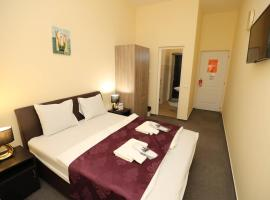 Hotel California, hotel Budapesten