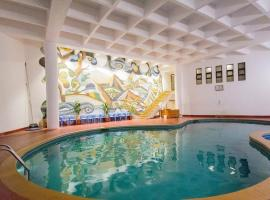 Mango Hotels Valley View, hotel with pools in Mahabaleshwar