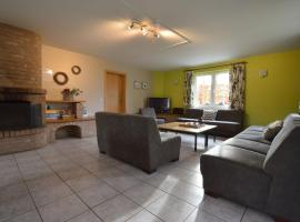 Modern Holiday Home in Robertville with Garden, hotel in Waimes