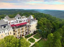 1886 Crescent Hotel and Spa, hotel in Eureka Springs
