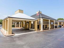 Quality Inn Mt. Pleasant – Charleston, hotel in Charleston