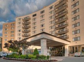 Clarion Collection Hotel Arlington Court Suites, hotel near Alexandria National Cemetery, Arlington