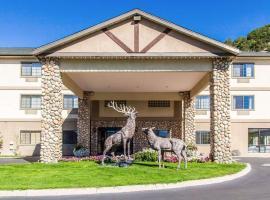 Quality Inn & Suites Vail Valley، فندق في إيجل