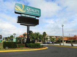 Quality Inn & Suites by the Lake, hotel in Orlando