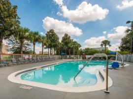 Comfort Inn & Suites near Universal Orlando Resort, hotel near Ripley's Believe It or Not!, Orlando