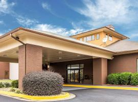 Quality Suites Convention Center - Hickory, hotel in Hickory