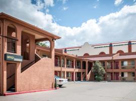 Econo Lodge Midtown Albuquerque, motel in Albuquerque