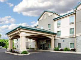 Quality Inn & Suites Fishkill South near I-84, hotel near Stewart Airport - SWF, Fishkill