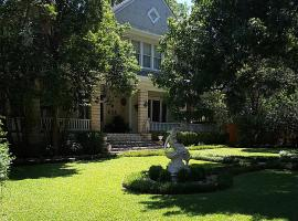Strickland Arms Bed and Breakfast, vacation rental in Austin
