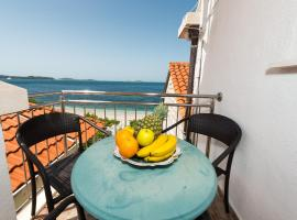 Beach House Poseydon, budget hotel in Mlini