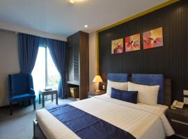 Iris Hotel, hotel near Tan Son Nhat International Airport - SGN, Ho Chi Minh City