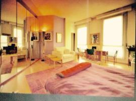 Duomo: ampio e luminoso monolocale, accessible hotel in Milan