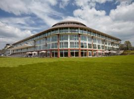 Lingfield Park Marriott Hotel & Country Club, hotel in Lingfield