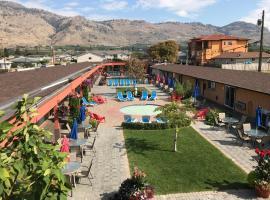 Sahara Courtyard Inn Osoyoos, hotel em Osoyoos