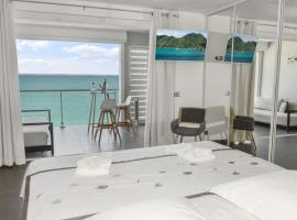 Residence Bleu Marine - Honeymoon apartments, hotel in Grand Case