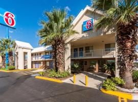 Motel 6-San Antonio, TX - Near Lackland AFB, hotel in Lackland AFB, San Antonio