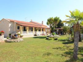 Villa Anna studio, Hotel in Almiros Beach
