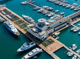 Yacht Club Marina Di Loano, hotel in Loano