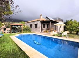 Naturepark Cottage in Andalusia with swimming pool offering country views, hotel in Villanueva de la Concepción