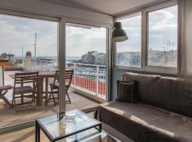 Piraeus Apartment with Endless View, hotel near Archaeological Museum of Piraeus, Piraeus