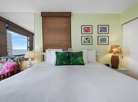 28th Floor Waikiki Banyan 1BR Ocean, City, and Mountain Views FREE PARKING, apartment in Honolulu