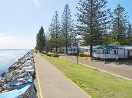 NRMA Port Macquarie Breakwall Holiday Park, resort village in Port Macquarie